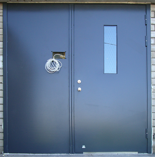 дверь металлическая смотровым окошком
